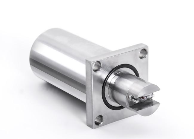 一、产品简介: YFV-2 密度与粘度在线监测传感器采用世界先进的压电谐振 MEMS 元件,通过内部集成的高精度 信号采样与处理单元,结合先进的算法,可以实时自动检测液体的密度、粘度和温度三项指标,同 时,20密度、运动粘度、粘度指数、40粘度、100粘度等其他用户关心的指标,亦可以通过内 部强大的计算程序得以实现。  YFV-2 简单易用,其运行无需人员参与,所有检测均由传感器自动完成,用户只需将其安装在管 路上即可实现对生产过程中密度、粘度及温度的过程测量,或者通过离线套件实现实验室分析。  YF
